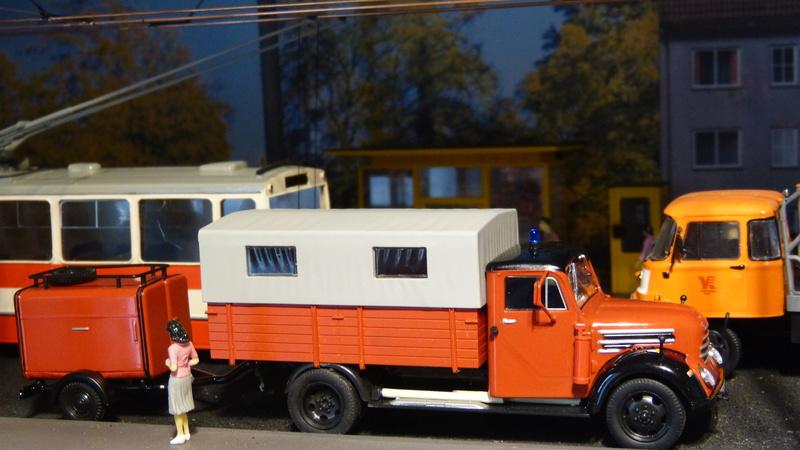 Eigenbau Schwerlastanhänger TL 20 und TL 12 Straßenwalze DW 10 und andere Fahrzeuge in 1 43 - Seite 4 P1090241