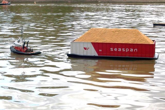 Petit pushboat motorflote par Wadone 18368810