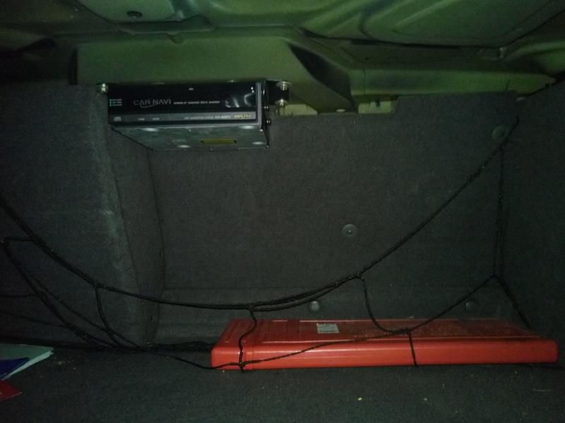 cale pour roue de secours Img_2011