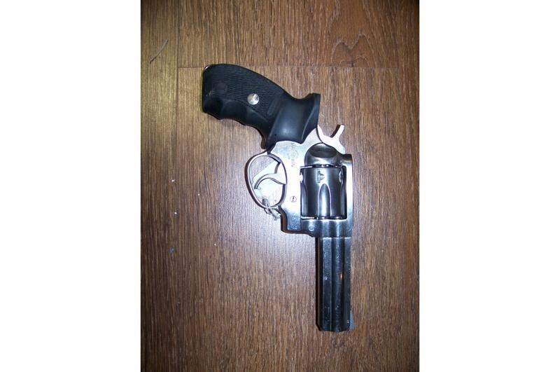 choix d'un revolver pour le TAR - Page 2 Manurh13