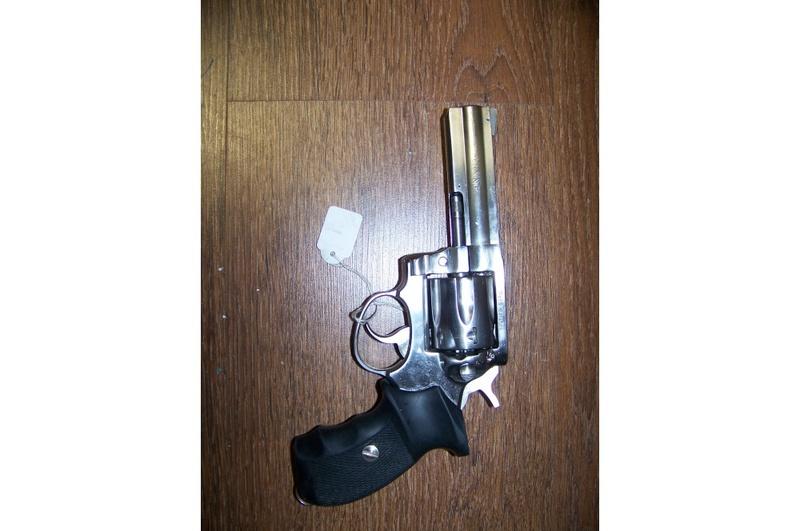 choix d'un revolver pour le TAR - Page 2 Manurh16