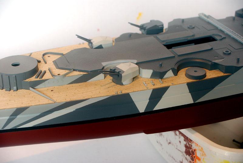 Tirpitz Tamiya 1/350 - Page 3 02_tou10