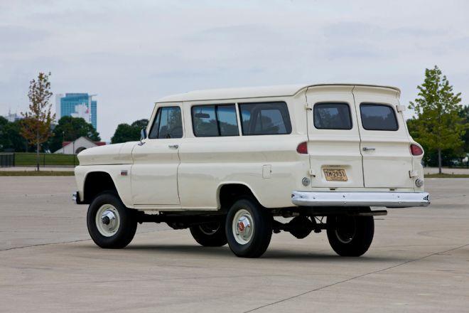 1966 Chevrolet Suburban de Revell  Adbeee10