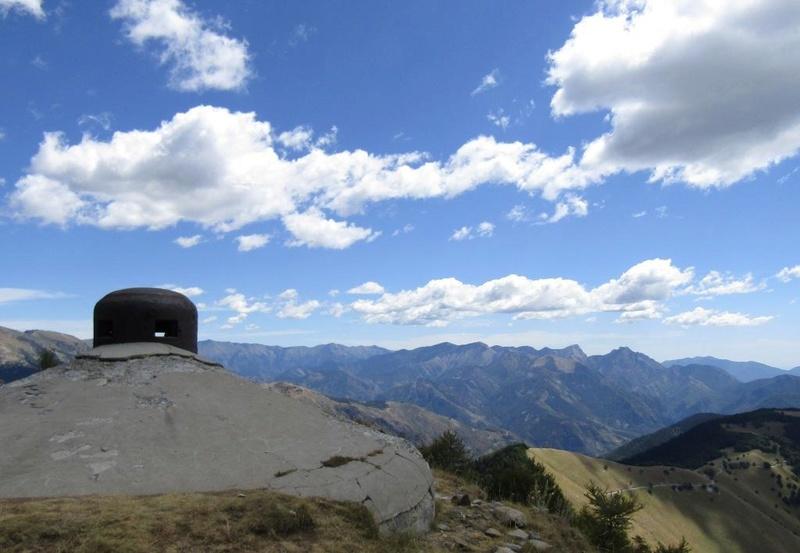 Magnifique et tragique, le massif de l'Authion.  Rajout hommage du 10/05 Img_2814