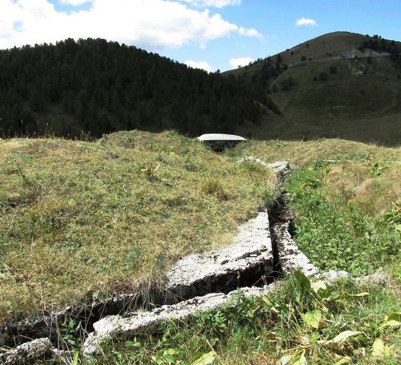Magnifique et tragique, le massif de l'Authion.  Rajout hommage du 10/05 Img_2819