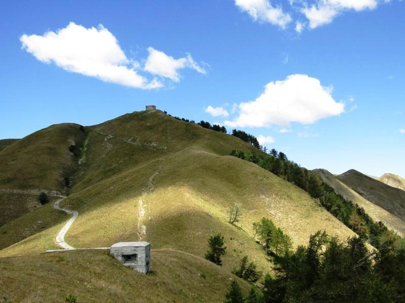 Magnifique et tragique, le massif de l'Authion.  Rajout hommage du 10/05 Img_2821