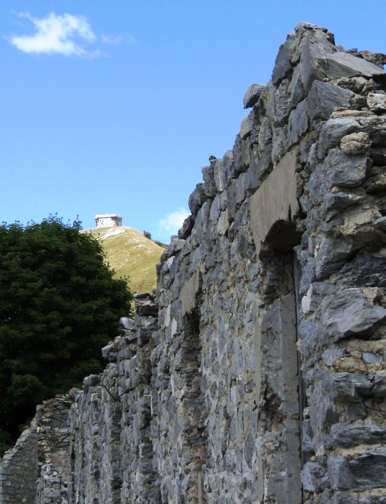 Magnifique et tragique, le massif de l'Authion.  Rajout hommage du 10/05 Img_2822