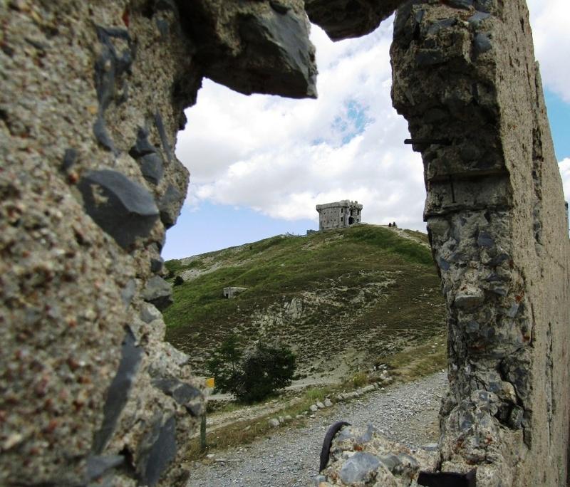 Magnifique et tragique, le massif de l'Authion.  Rajout hommage du 10/05 Img_2823