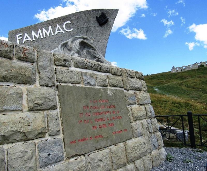 Magnifique et tragique, le massif de l'Authion.  Rajout hommage du 10/05 Img_2828
