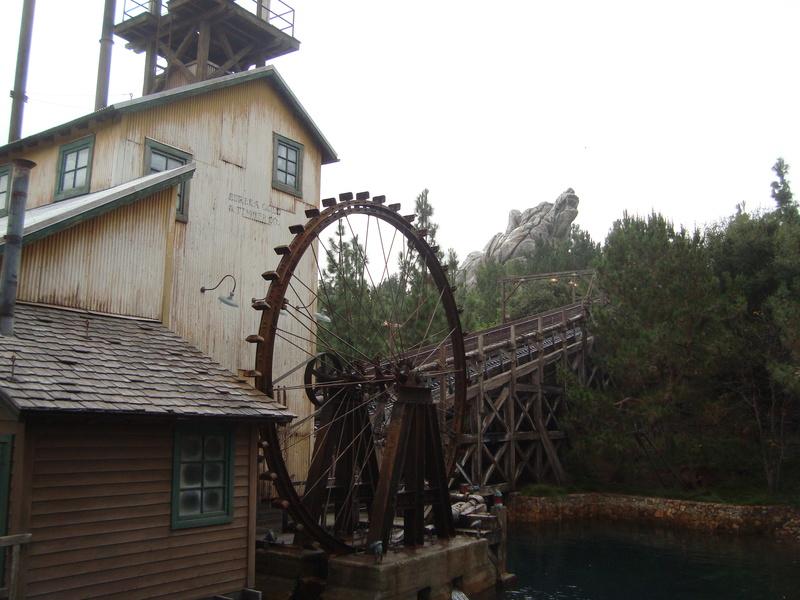 [Disneyland Resort] 17 au 19 octobre 2010 + l'Ouest américain Dsc09017