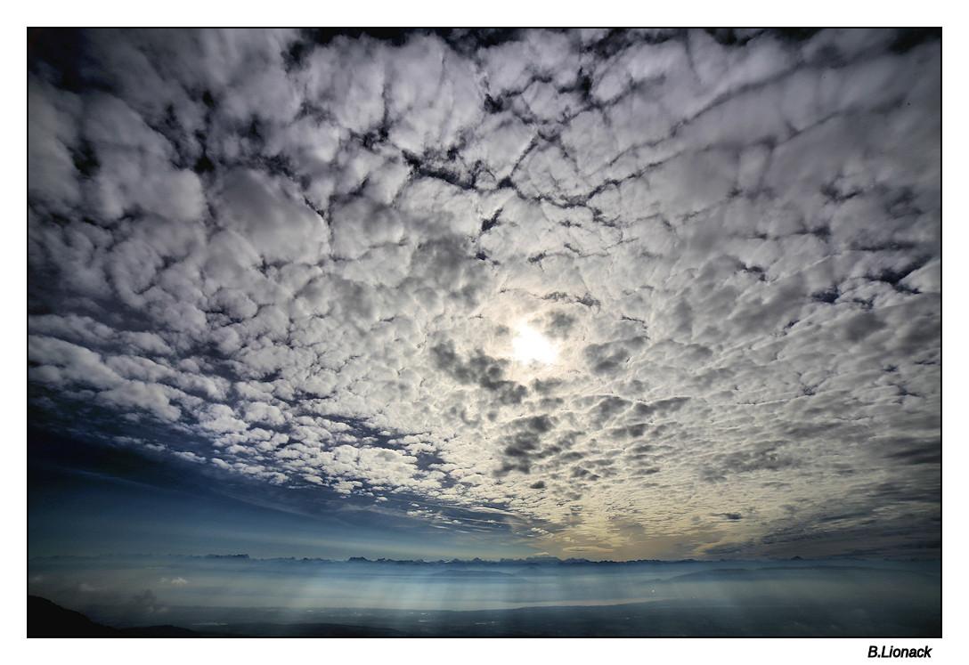 """""""Ciel moutonneux, demain il pleut"""" Nebule11"""