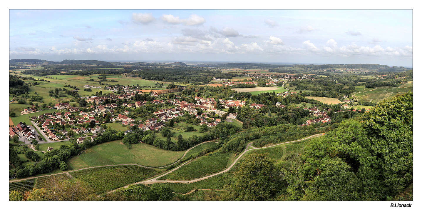Village viticole de Voiteur (Jura) Panovo10