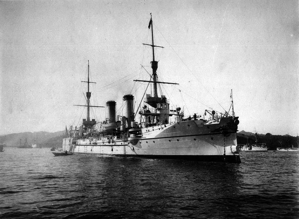 Croiseurs japonais - Page 4 Takasa11