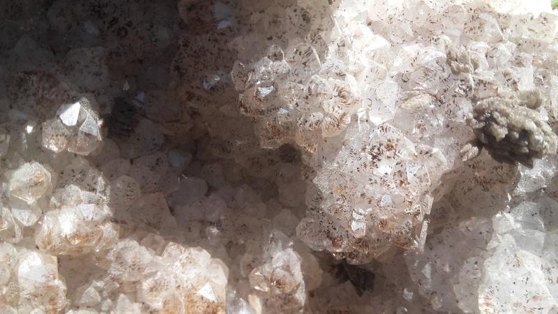 aide identification quartz?  20170910