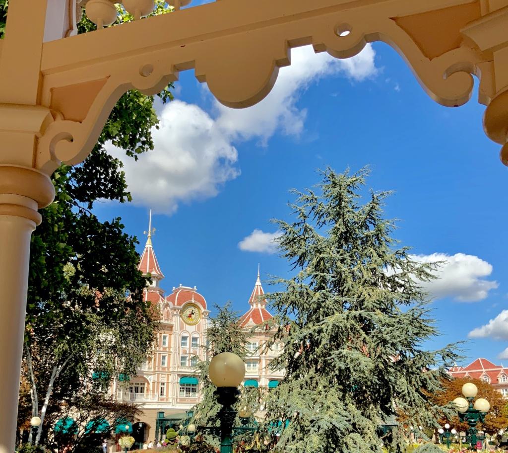Ce qui vous manque le plus avec la fermeture de Disneyland Paris ? - Page 3 6be24710