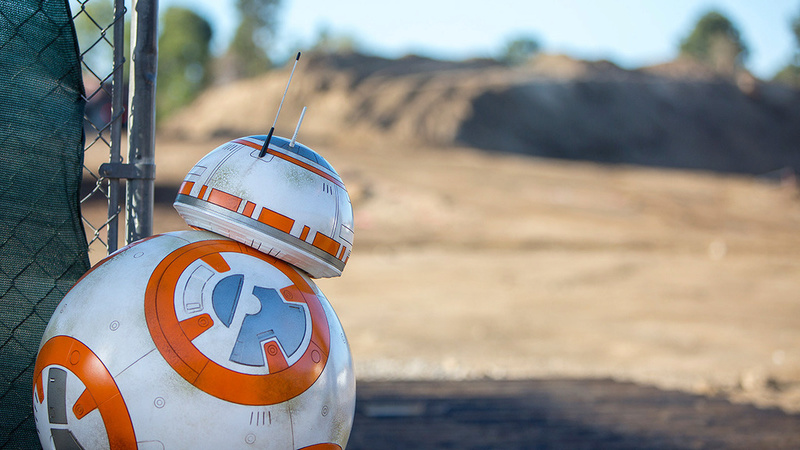 Les news Disney Star Wars: Galaxy's Edge aux Etats Unis (US) - Page 2 Bb8-1210