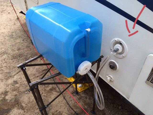 Remplissage du réservoir d'eau propre Image410
