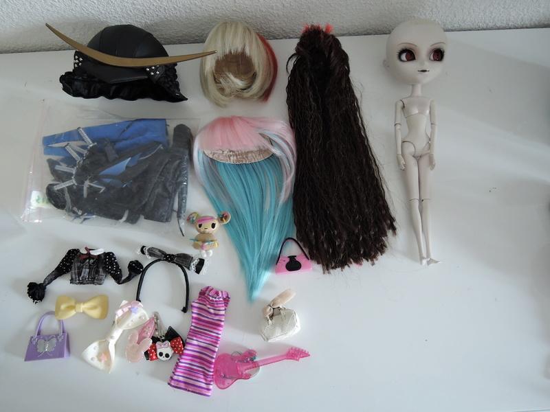 1/10 baisse du prix lot Pullip avec wig et vetements Dscn5311