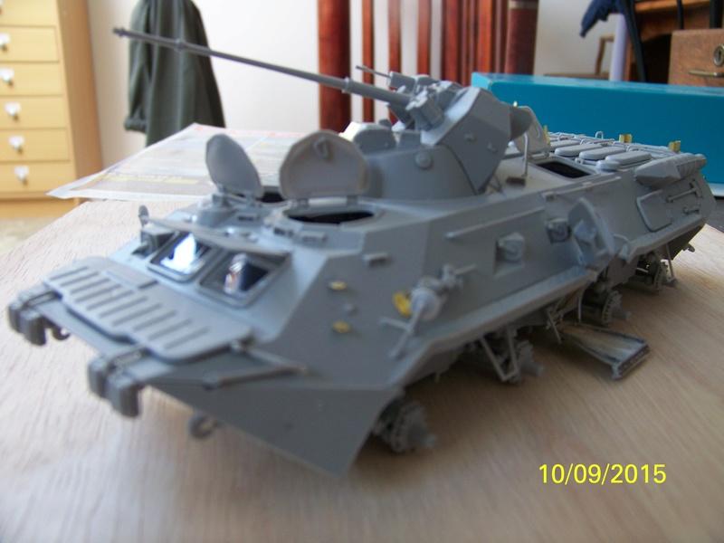 BTr 80 apc de Trumpeter au 1/35 - Page 2 100_3715