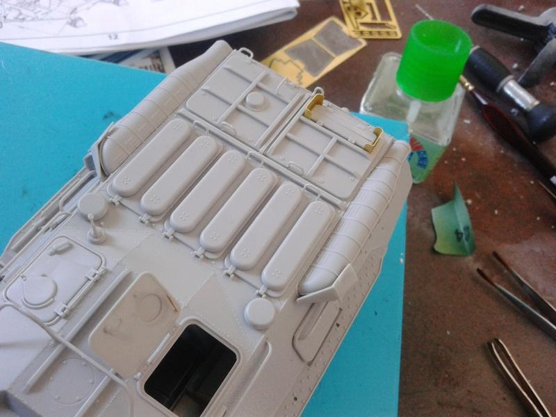 BTr 80 apc de Trumpeter au 1/35 - Page 2 Img_2127