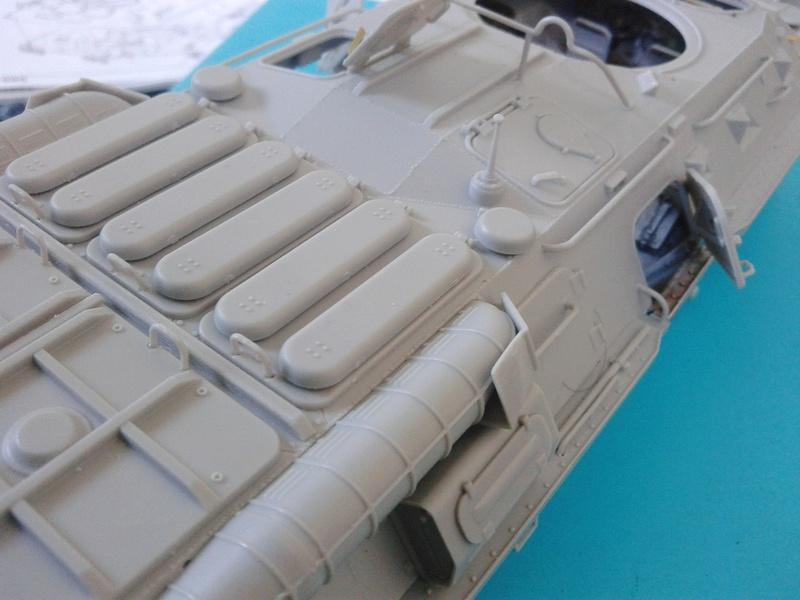 BTr 80 apc de Trumpeter au 1/35 - Page 2 Img_2131