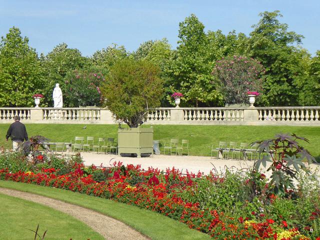 Choses vues dans le jardin du Luxembourg, à Paris - Page 5 P1000111