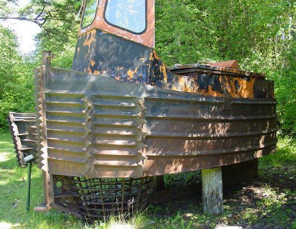Un boomboat tout rouillé 20059210