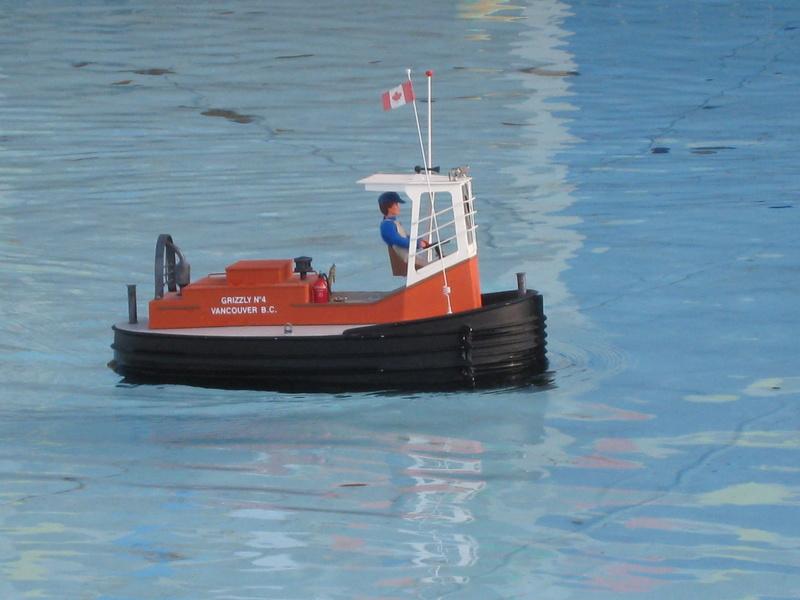 Un boomboat tout rouillé Img_4210