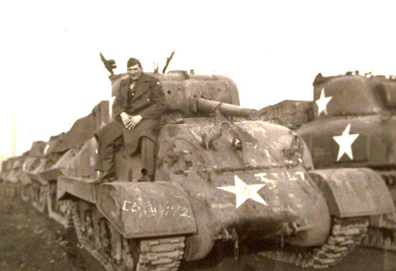 identification Sherman d' Artillerie M4a1_710