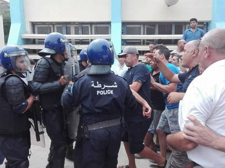 Plusieurs personnes tabassées après une conférence du café littéraire d'Aokas 22 juillet 2017 1179