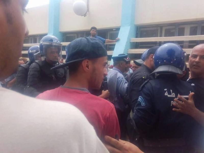 Plusieurs personnes tabassées après une conférence du café littéraire d'Aokas 22 juillet 2017 1192