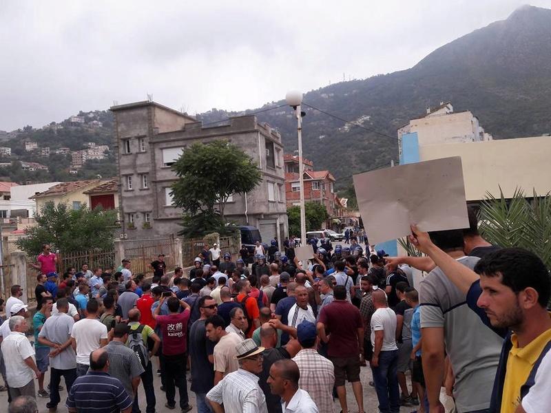 Plusieurs personnes tabassées après une conférence du café littéraire d'Aokas 22 juillet 2017 1193