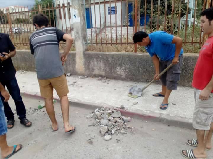 Volontariat pour nettoyer les restes des émeutes qui ont opposé les amoureux de la culture aux forces de l'ordre le samedi 22 juillet 2017 1218