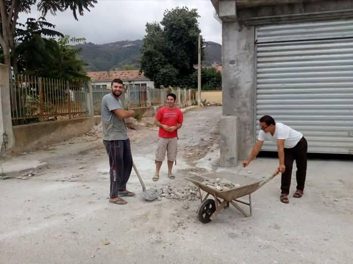 Volontariat pour nettoyer les restes des émeutes qui ont opposé les amoureux de la culture aux forces de l'ordre le samedi 22 juillet 2017 1219