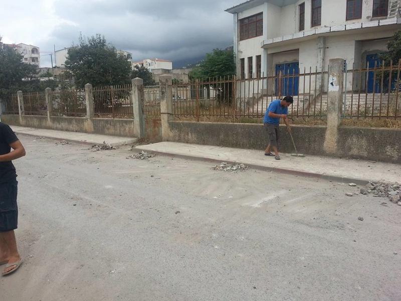 Volontariat pour nettoyer les restes des émeutes qui ont opposé les amoureux de la culture aux forces de l'ordre le samedi 22 juillet 2017 1231