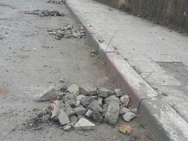 Volontariat pour nettoyer les restes des émeutes qui ont opposé les amoureux de la culture aux forces de l'ordre le samedi 22 juillet 2017 1234