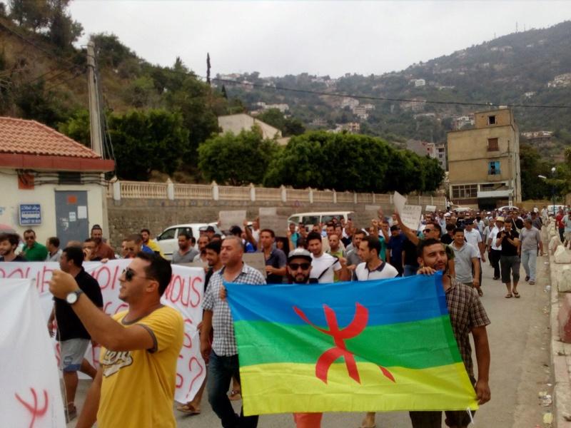 un dispositif de guerre pour interdire la conférence de Ramdane Achab le 22 juillet 2017 à Aokas 2010