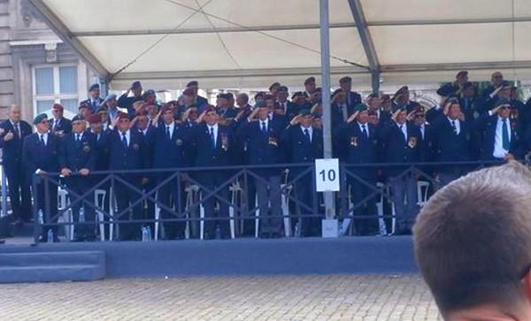 Les anciens Para-Commandos le 21 juillet. Sans_t10