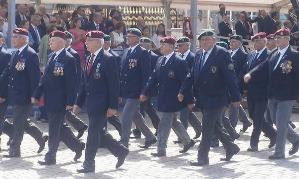 Les anciens Para-Commandos le 21 juillet. Sans_t11