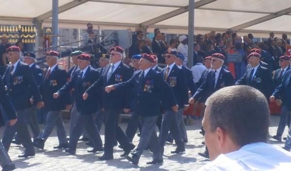 Les anciens Para-Commandos le 21 juillet. Sans_t12