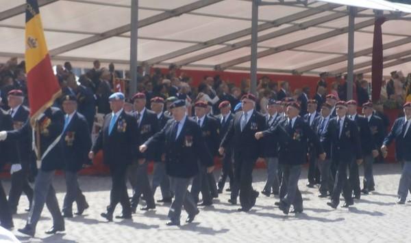 Les anciens Para-Commandos le 21 juillet. Sans_t13