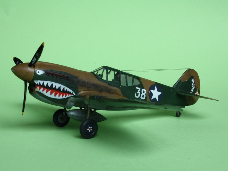 16h pour un ch'ti P40 E de l'USAAF (HobbyBoss au 72) - Page 3 P40_e_19