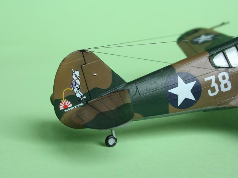 16h pour un ch'ti P40 E de l'USAAF (HobbyBoss au 72) - Page 3 P40_e_25