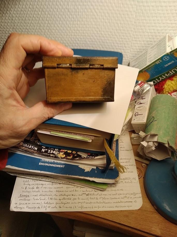 petite boite anglaise, demande d'identification Boitew10