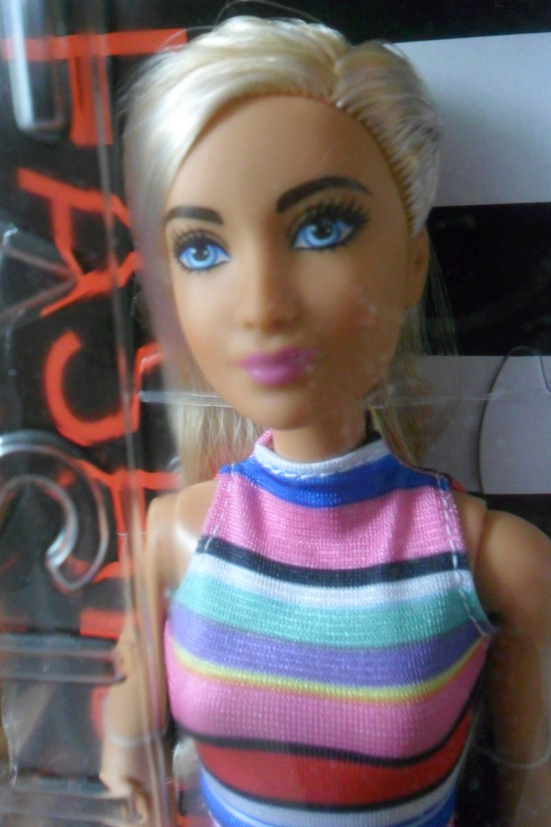 Mon premier amour poupesque : Barbie (Marni Senofonte, X Files et fashionistas) - Page 4 Sam_5713