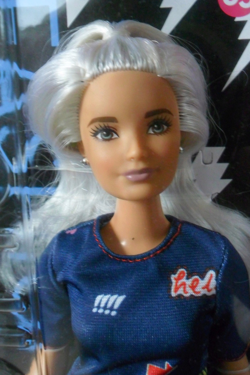 Mon premier amour poupesque : Barbie (Marni Senofonte, X Files et fashionistas) - Page 4 Sam_5715