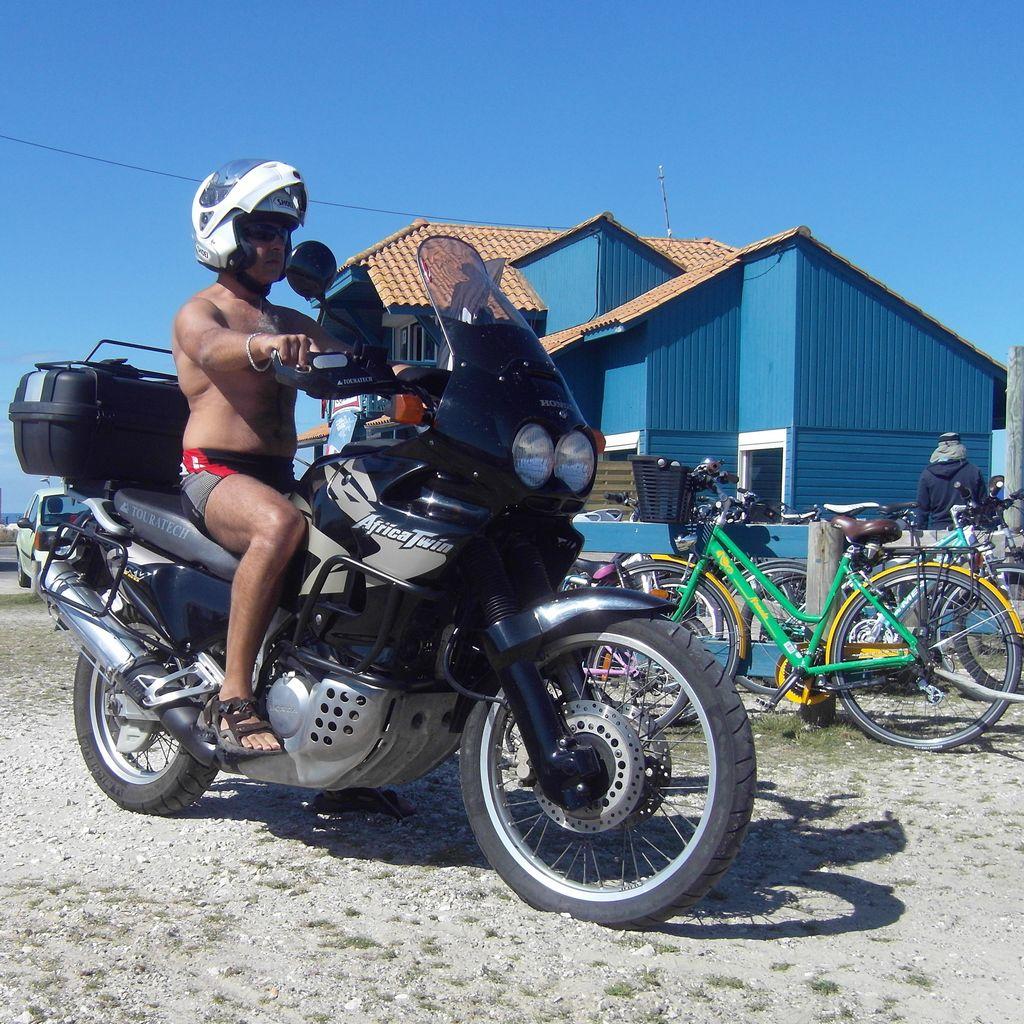 Peut on rouler en tenue de plage sur un 2RM 20142010