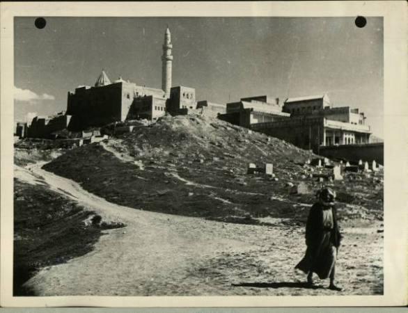 مرقد النبي يونس صورة قديمة جدا Oi_ooa10