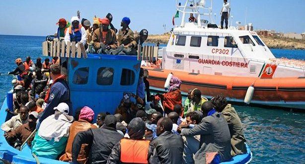 """إيطاليا تتصدى لقوارب المهاجرين و تعيدهم الى """"جحيم ليبيا"""" Oaoa-a10"""