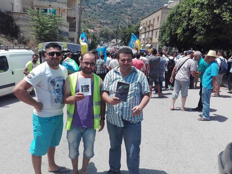 Ces algériens civilisés: un livre à la main, main dans la main! AOKAS 29 JUILLET 2017 - Page 2 1120